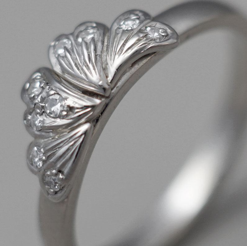 7734-recycled-18ct-white-gold-leaf-inspired-010ct-h-si-diamond-engagement-ring_9.jpg