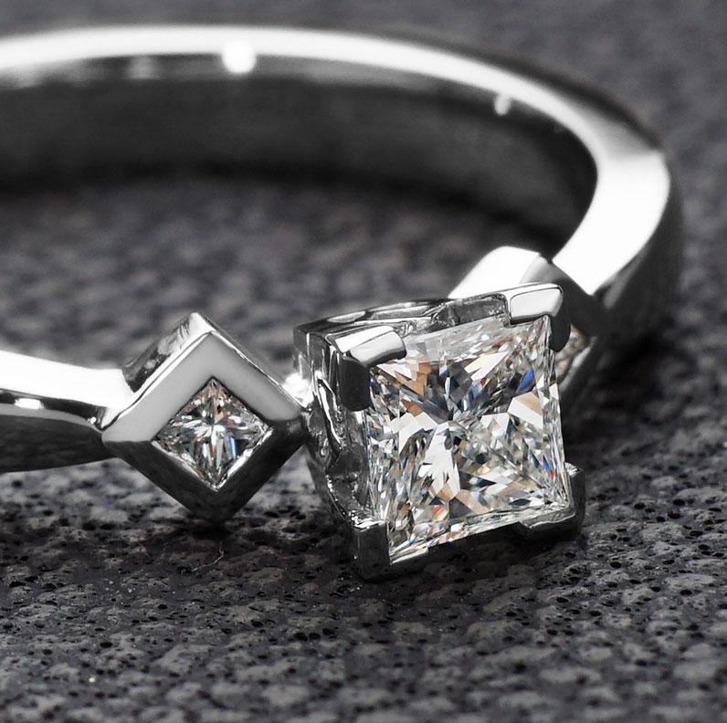 13138-art-deco-inspired-038ct-diamond-and-palladium-engagement-ring_9.jpg