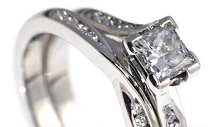 Mobius Twist Wedding Ring