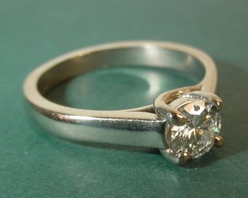 an 18ct white gold engagement ringwith a 0.5ct brilliant cut gsi diamond