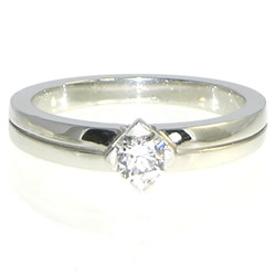 art deco style 18ct white gold ring with saw cut line