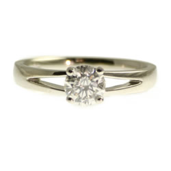 simple 0.75cts diamond solitaire platinum engagement ring