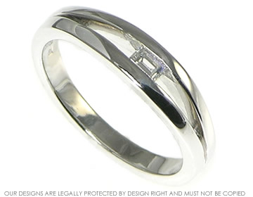 18ct white gold ring with 0.13cts h si recycled baguette diamond