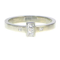 9ct white gold engagement ring with two channel set 2.5mm h si diamonds set in central collet