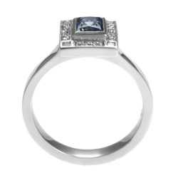 stunning art deco green sapphire and diamond engagement ring
