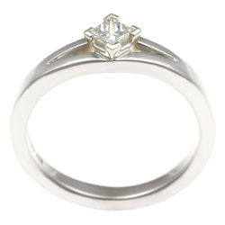 stunning split shoulder 9ct white gold diamond engagement ring