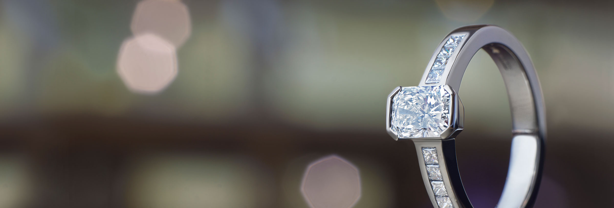 Platinum engagement ring with radiant and princess cut diamonds, totalling 0.99ct