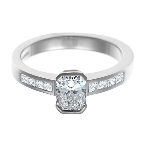 platinum-engagement-ring-with-radiant-and-princess-cut-diamonds-totalling-099ct-11960_6.jpg