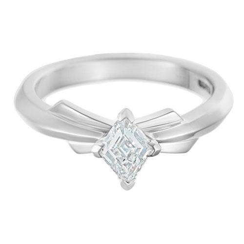dramatic-042-carat-diamond-engagement-ring-inspired-by-the-london-skyline-13108_6.jpg