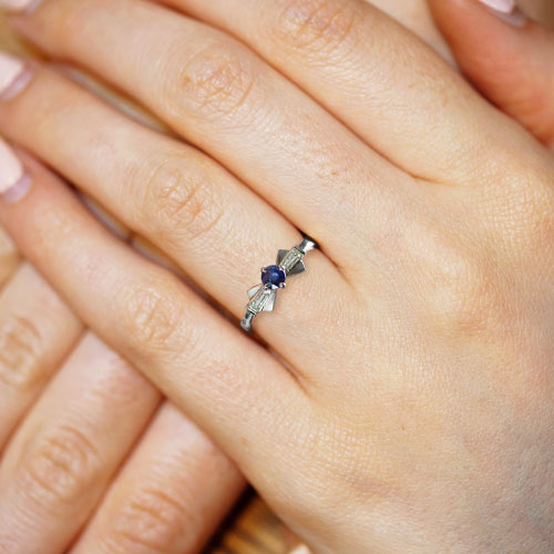 13522-Palladium-0-37ct-blue-sapphire-and-tapered-baguette-diamond-engagement-ring_5.jpg