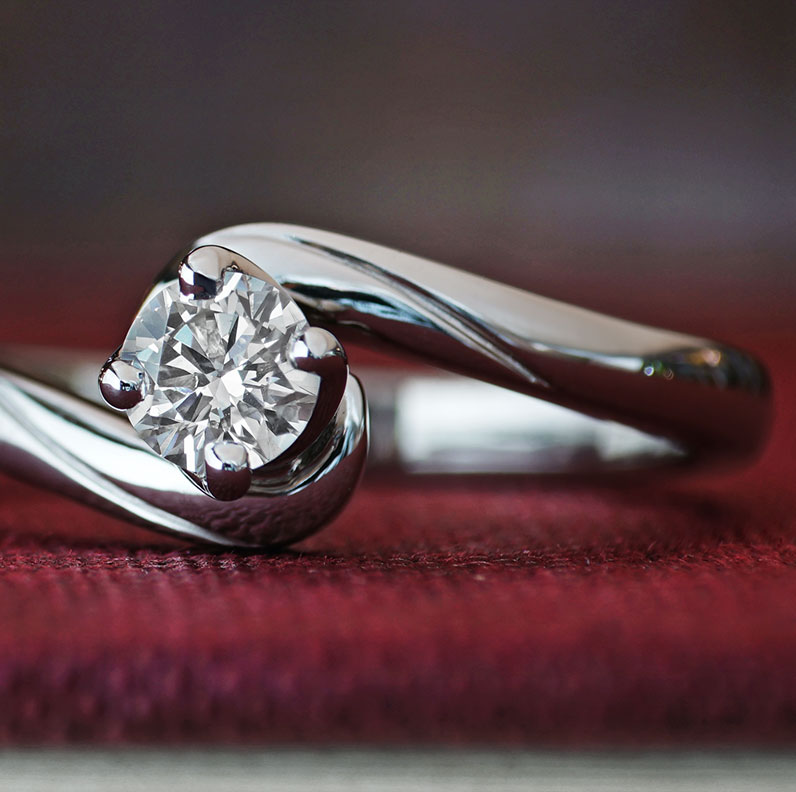 16367-twist-style-engagement-ring-with-twisted-claw-setting_9.jpg