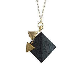 a-geometric-pendant-with-satinised-onyx-and-gold-vermeil-4405_1.jpg