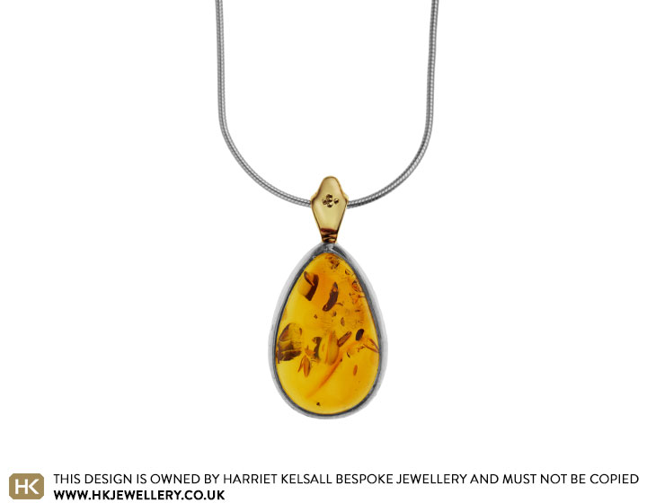 sun-inspired-amber-and-9ct-yellow-gold-pendant-4646_2.jpg