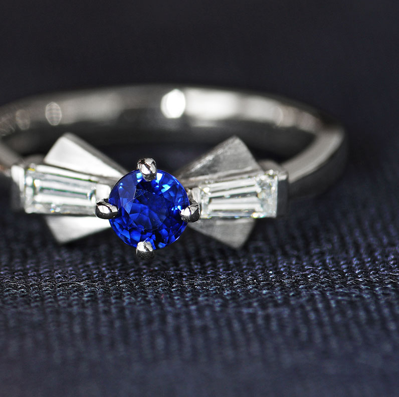 13522--Palladium-0-37ct-blue-sapphire-and-tapered-baguette-diamond-engagement-ring_9.jpg