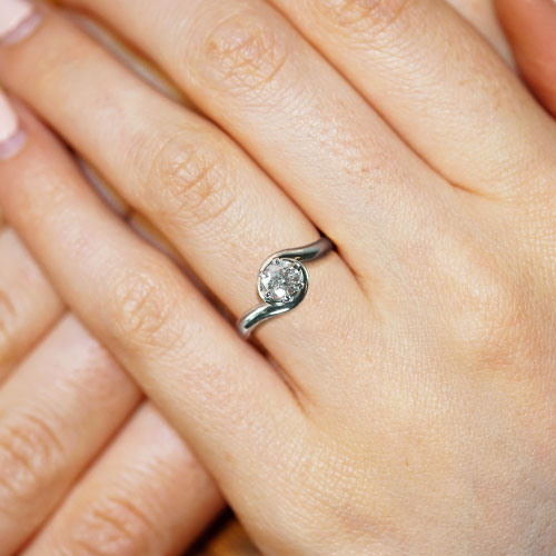 16374-Palladium-and-Diamond-twisting-engagement-ring_5.jpg