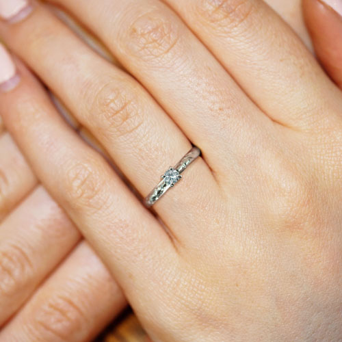 16451-fairtrade-9ct-white-gold-engagement-ring-with-a-vine-engraving_5.jpg