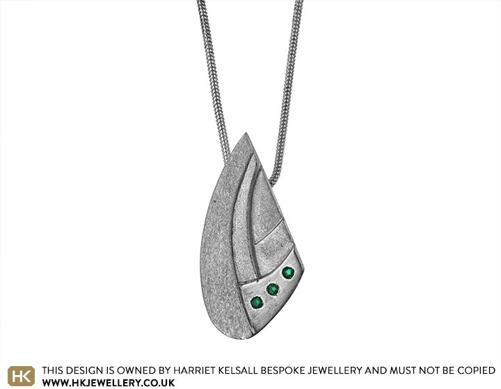 16595-Sydney-Opera-house-inspired-Sterling-silver-and-emerald-pendant_2.jpg