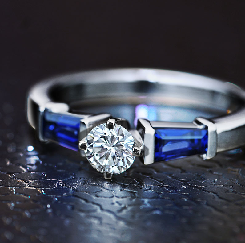 12272-0-33ct-H-SI1-diamond-blue-tapered-sapphire-and-palladium-trilogy_9.jpg