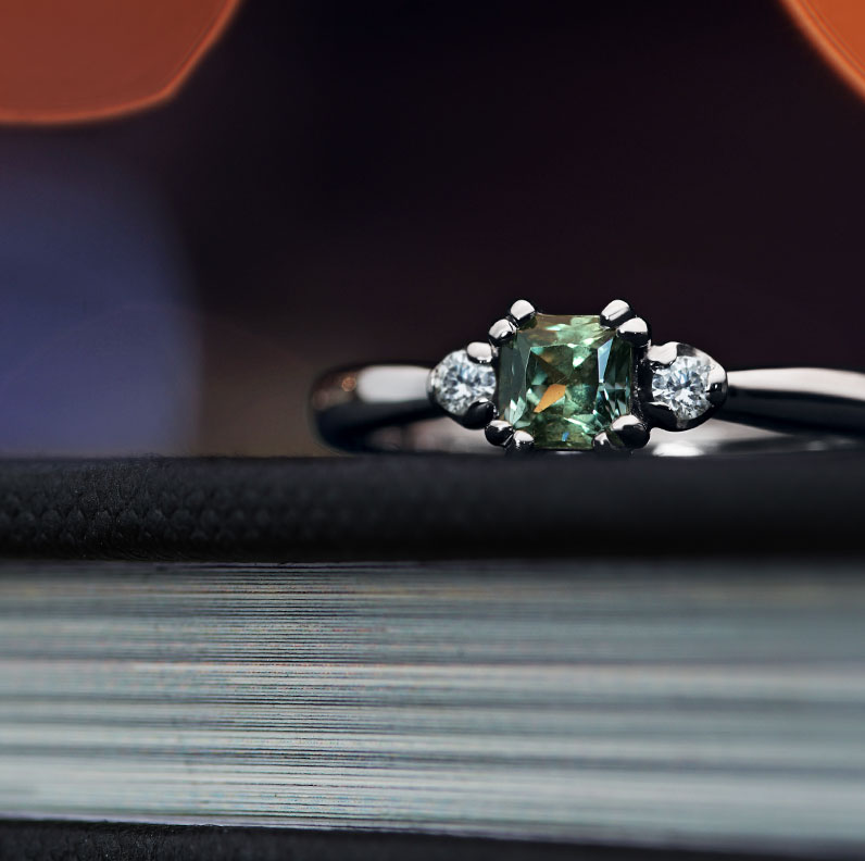16930-Green-sapphire-and-diamond-engagement-ring_9.jpg