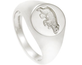 16608-9ct-white-gold-oval-signet-ring-seal-engraved-with-bear-cub_1.jpg