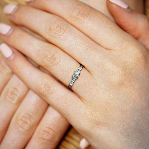 16931-five-stone-engagement-ring-with-weaving-claw-design_5.jpg