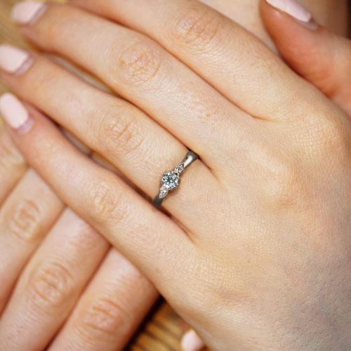 17176-fairtrade-white-gold-paisley-inspired-diamond-engagement-ring_5.jpg