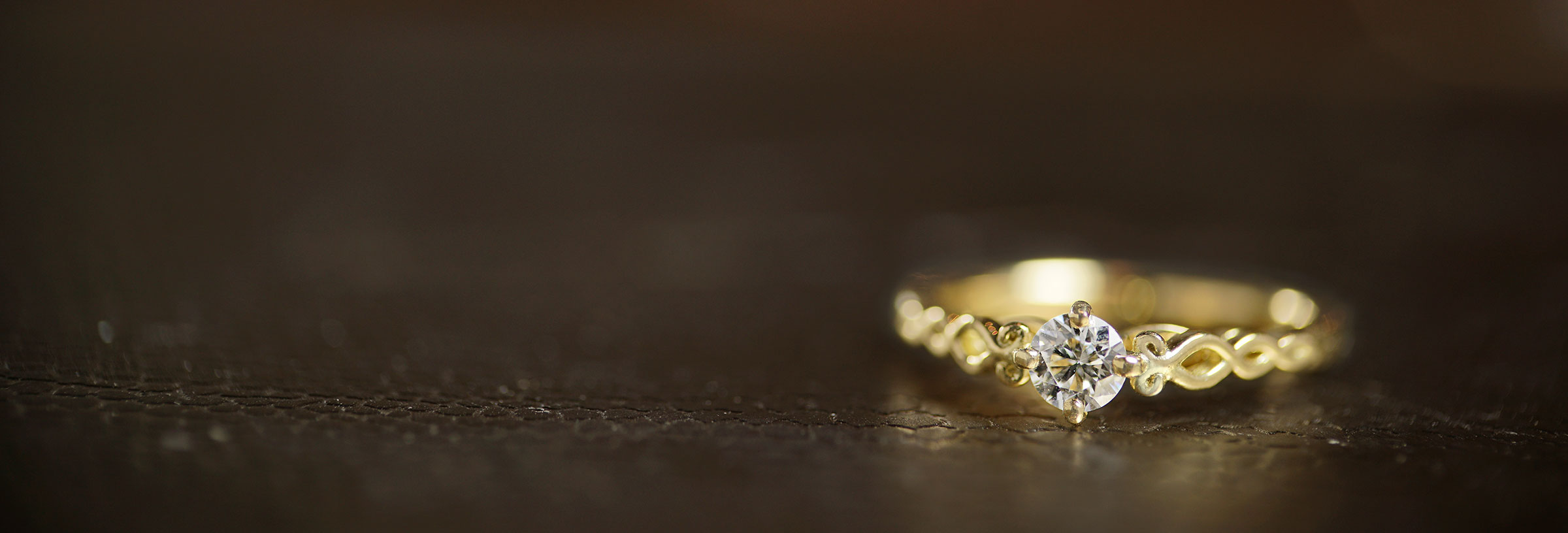 fairtrade-yellow-gold-twisting-vines-solitaire-engagement-ring