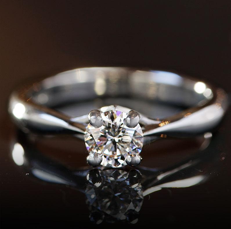 17417-platinum-classic-round-diamond-solitaire-engagement-ring_9.jpg