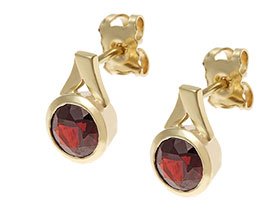 17714-yellow-gold-all-round-set-garnet-stud-earrings_1.jpg
