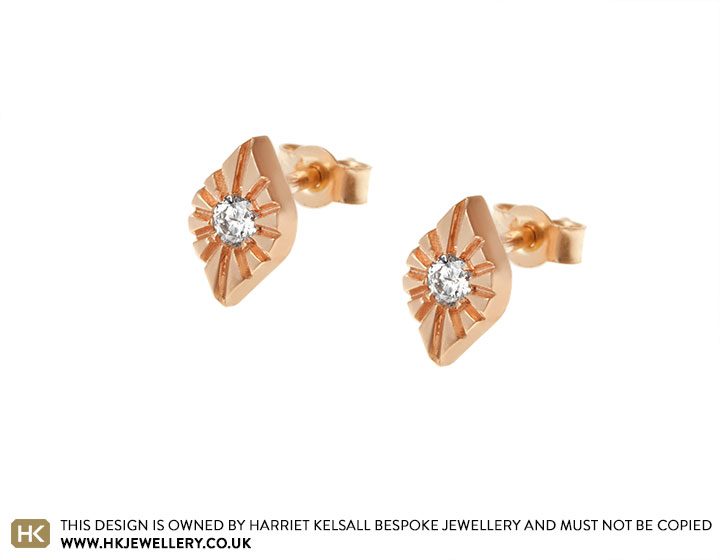 17721-rose-gold-teardrop-earrings-with-diamond-and-line-engraving_2.jpg
