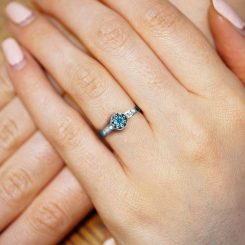 16976-palladium-and-ice-blue-round-brilliant-diamond-engagement-ring_5.jpg