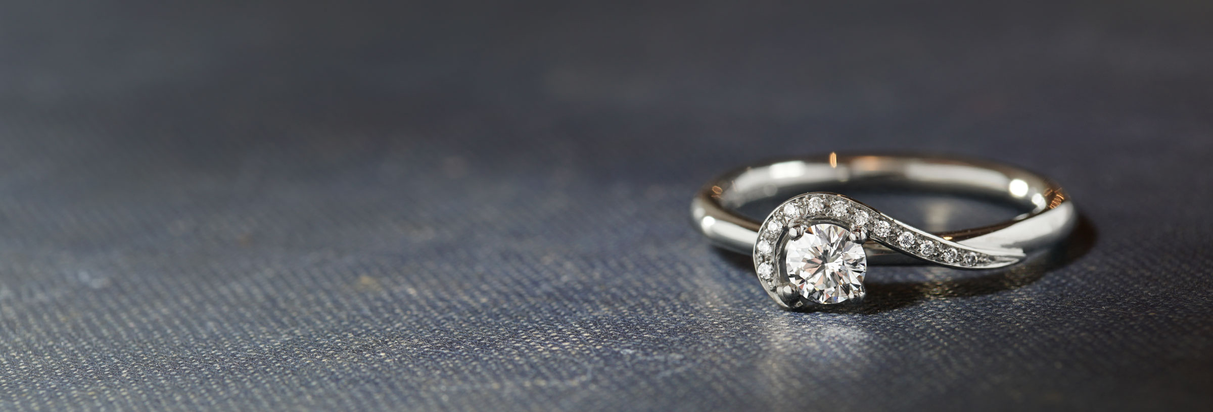 platinum-engagement-ring-with-curl-diamond-detail