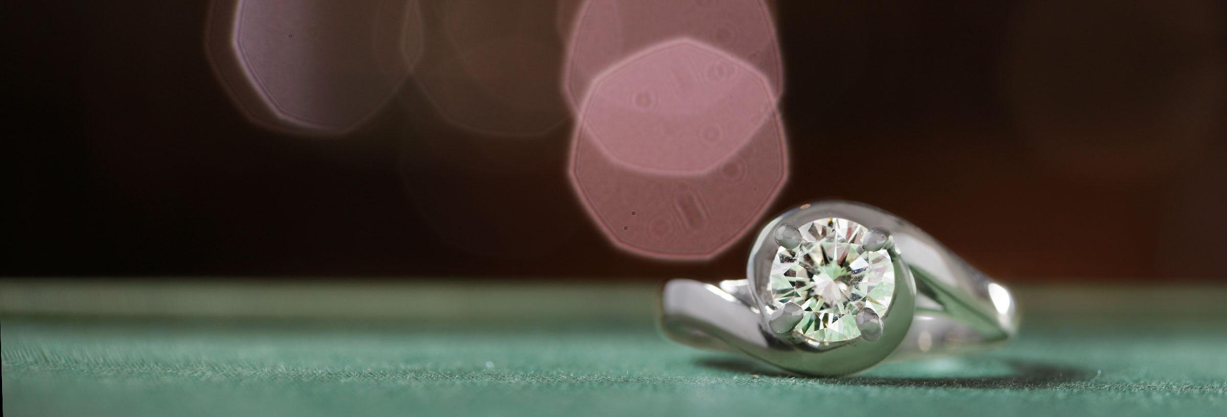 platinum-solitaire-engagement-ring-in-twist-design