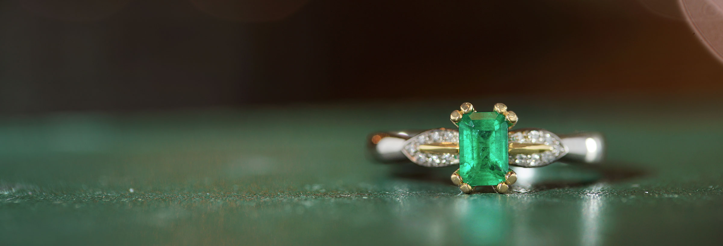palladium-18-carat-yellow-gold-emerald-and-diamond-vintage-ring
