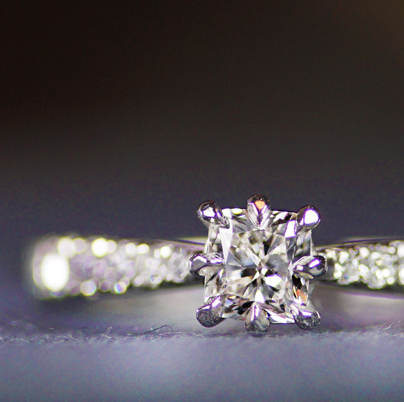 17426-palladium-engagement-ring-with-central-cushion-cut-diamond_9.jpg