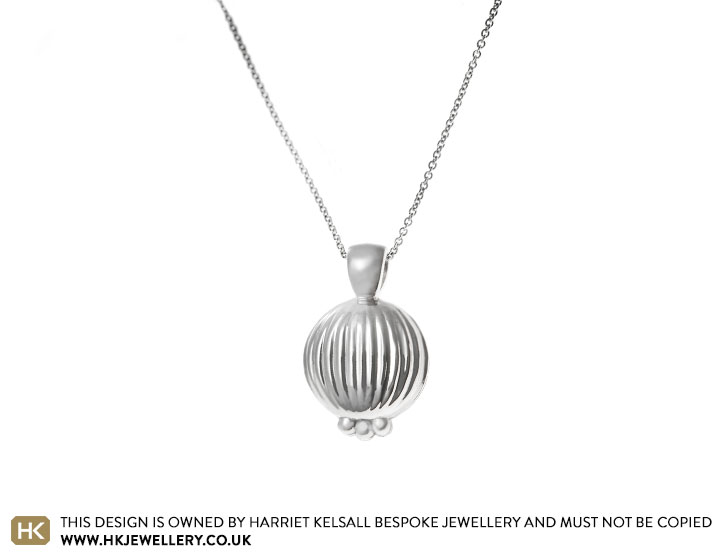 17901-palladium-seed-pod-inspired-pendant-with-close-trace-chain_2.jpg