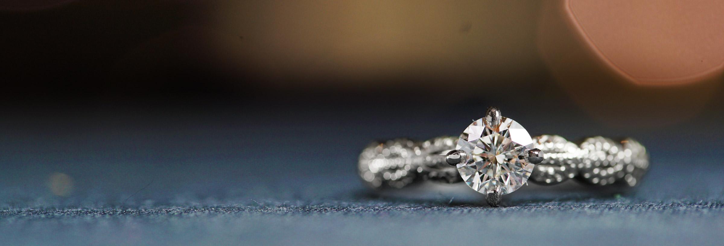 platinum-vintage-lace-inspired-diamond-engagement-ring