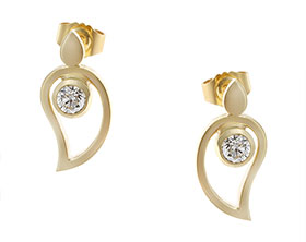 18619-yellow-gold-paisley-inspired-diamond-earrings_1.jpg