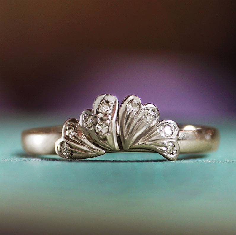 10140-recycled-leaf-inspired-white-gold-diamond-engagement-ring_9.jpg