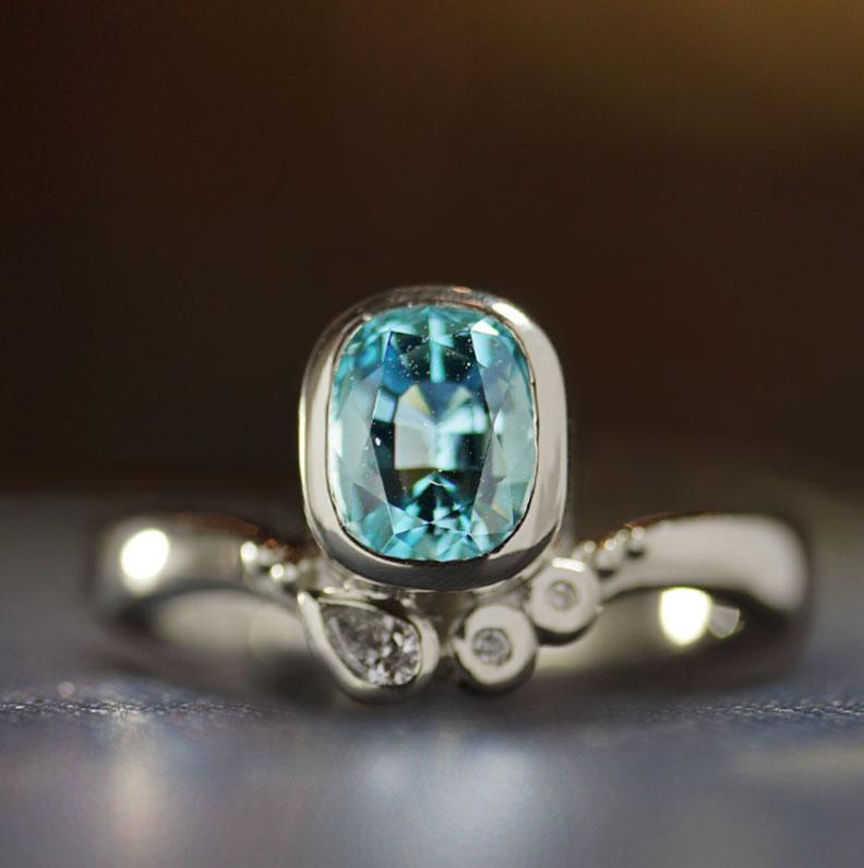 17986-white-gold-engagement-ring-oval-aquamarine-and-diamond_9.jpg