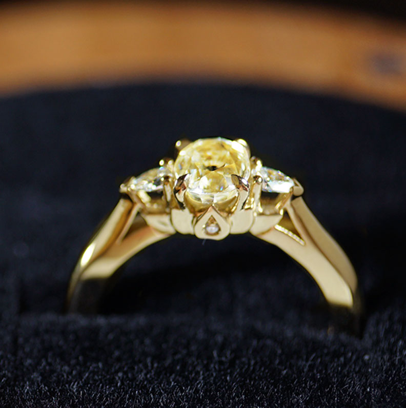 18683-yellow-gold-engagement-ring-with-diamonds-and-yellow-sapphire_9.jpg