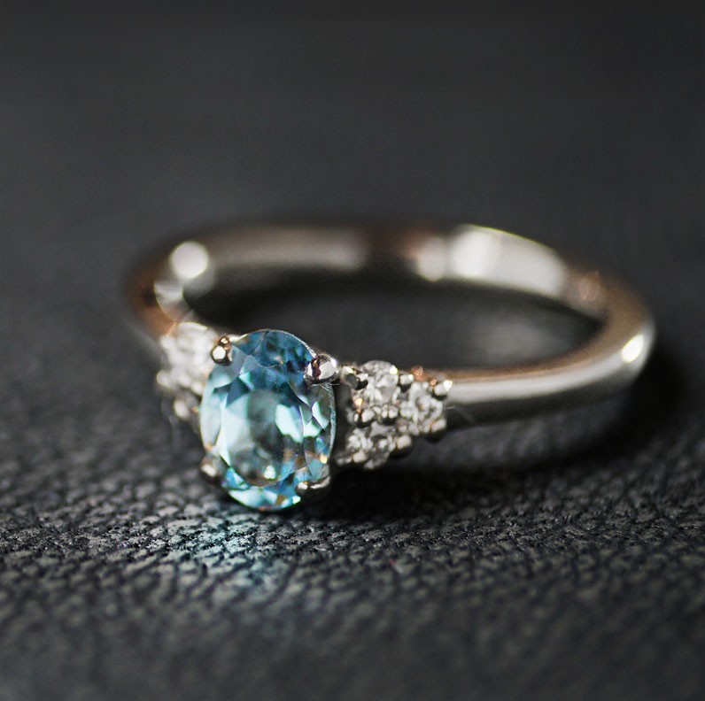 19112-palladium-diamond-and-oval-cut-aquamarine-engagement-ring_9.jpg