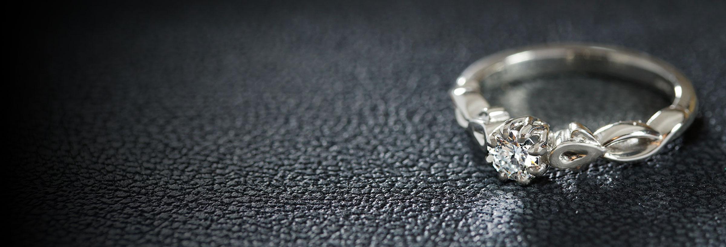 platinum-twisting-vine-inspired-diamond-engagement