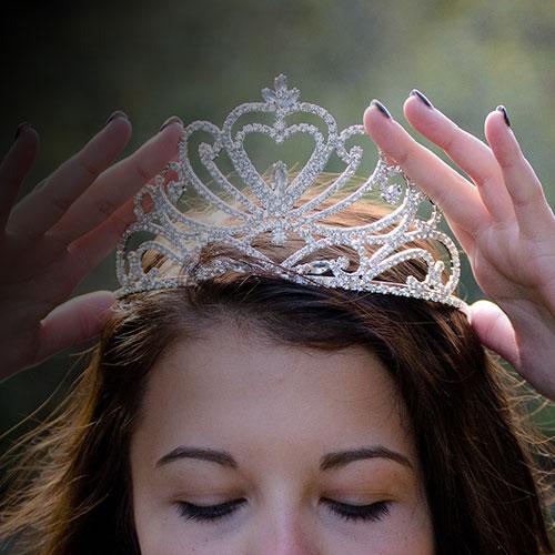 queen-2941437_1920_7.jpg