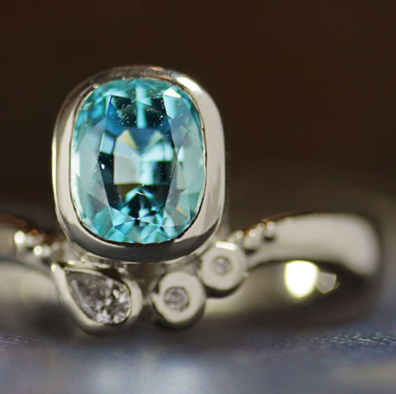 17986-white-gold-engagement-oval-aquamarine-and-diamond_9.jpg