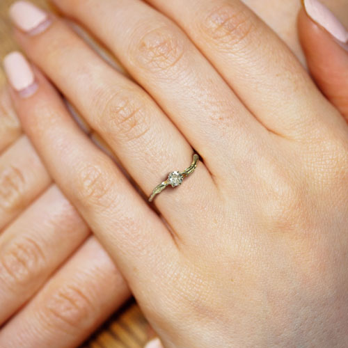 18705-leaf-inspired-yellow-gold-and-diamond-engagement-ring_5.jpg