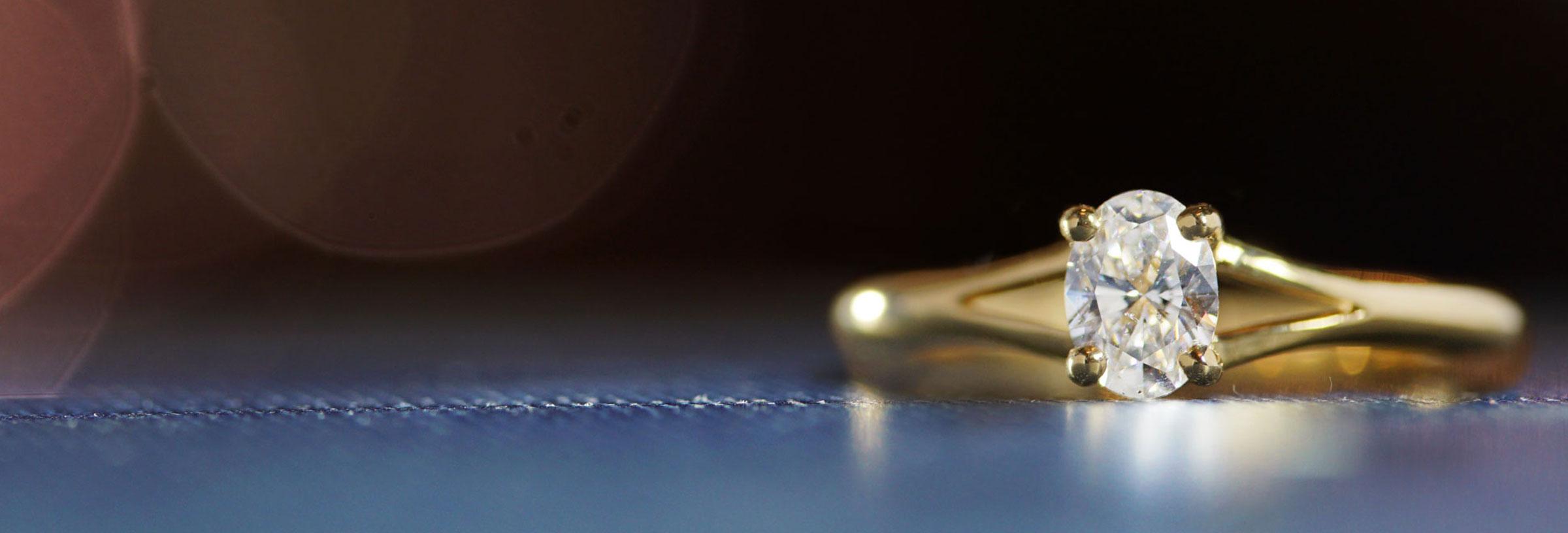 yellow-gold-split-band-oval-diamond-engagement