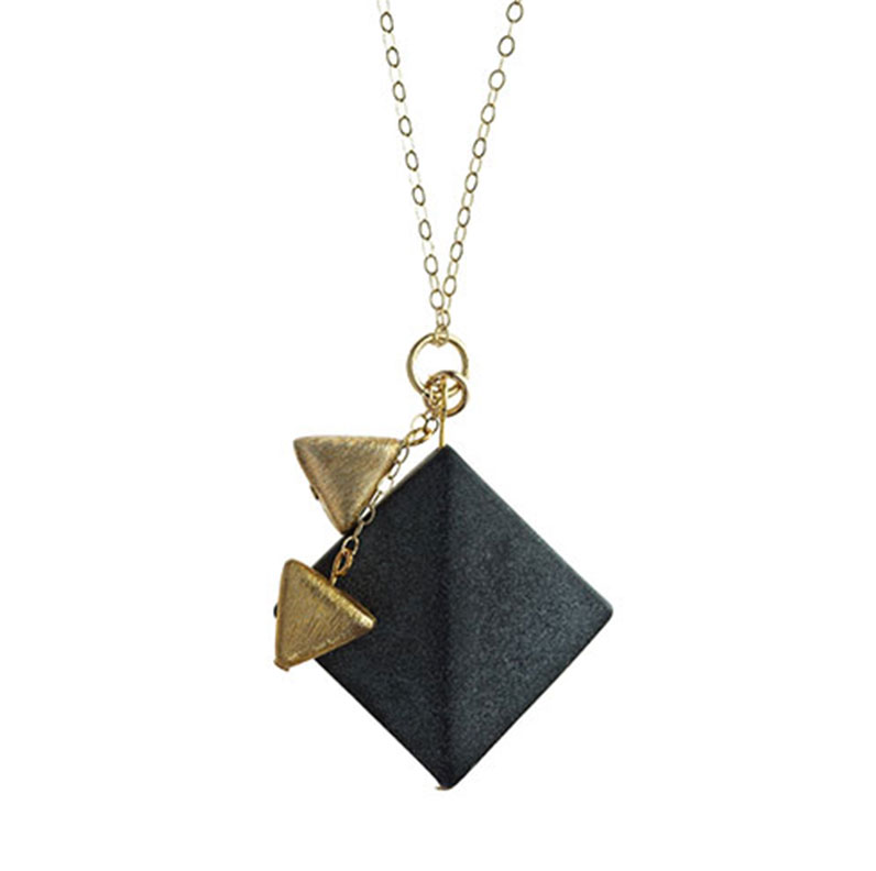 a-geometric-pendant-with-satinised-onyx-and-gold-vermeil-4405_9.jpg