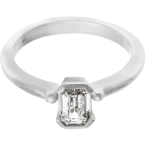 19034-platinum-solitaire-emerald-cut-diamond-engagement-ring_6.jpg