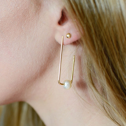 19078-yellow-gold-rectangular-hoops-with-ivory-pearls_3.jpg